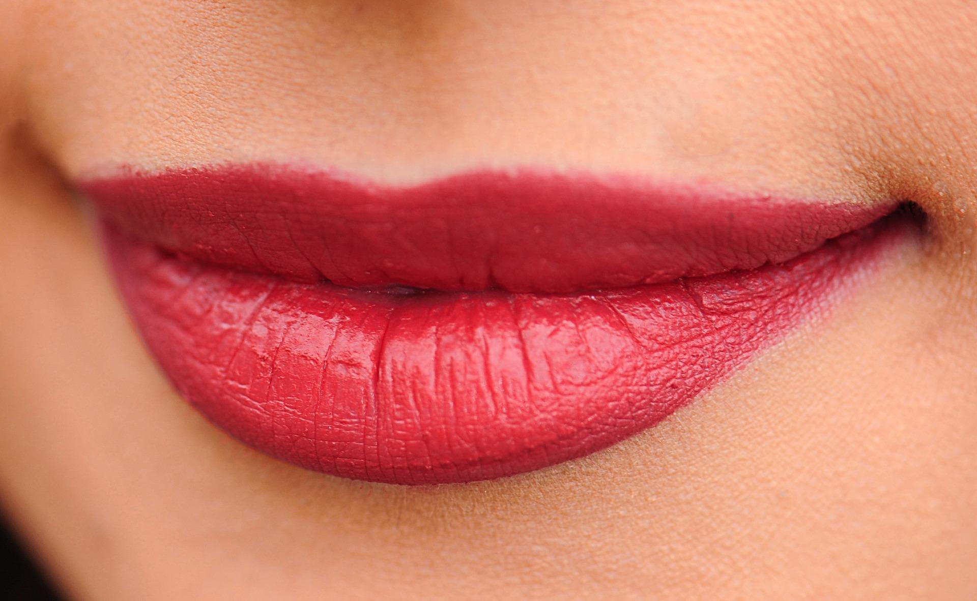 Factcheck: 'Vollere en zachtere lippen door scrubben'