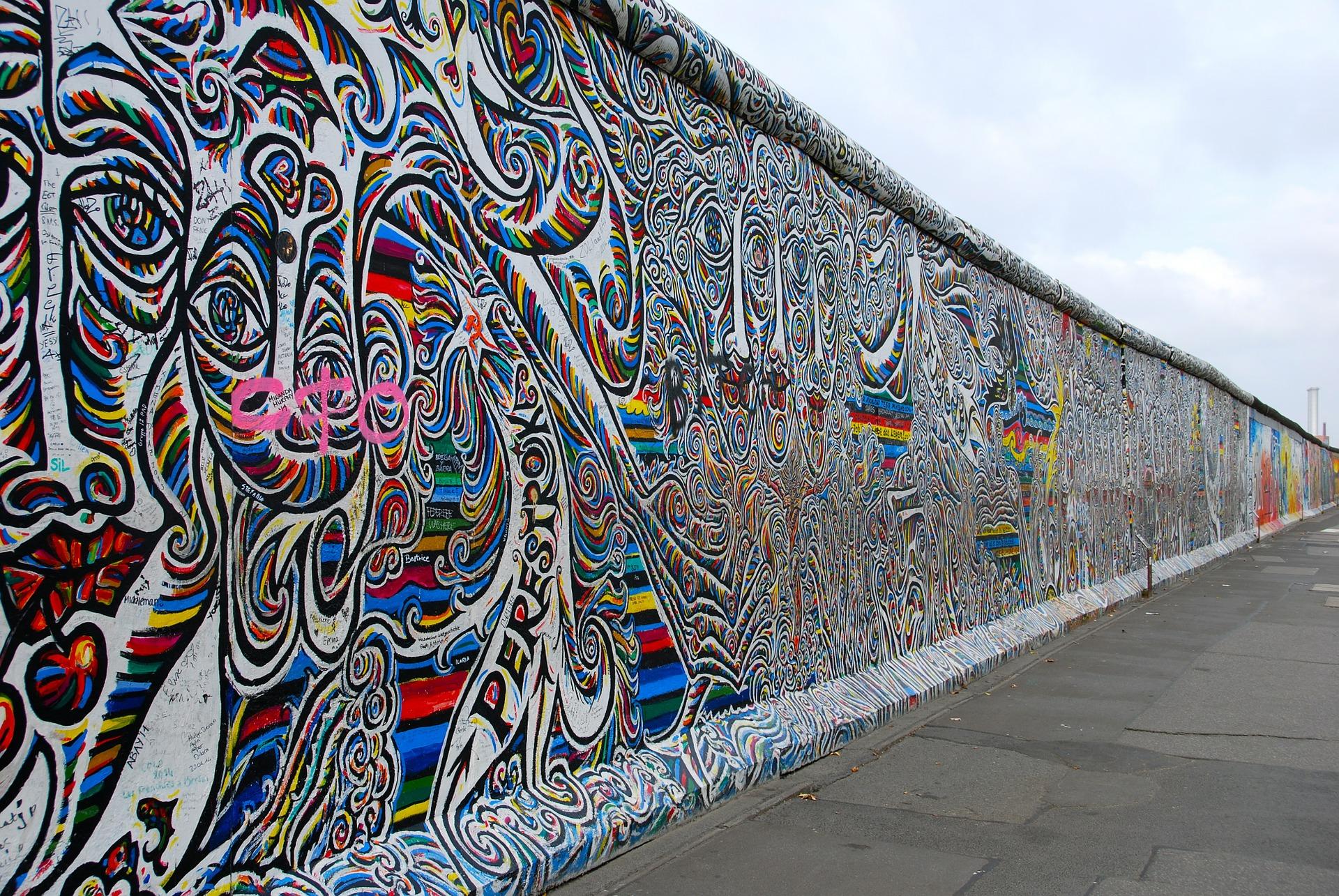 De automatische factcheckchecker, hoe autoritaire leiders Trumps 'fake news'-uitspraak gebruiken en de verificatie van een stukje Berlijnse Muur