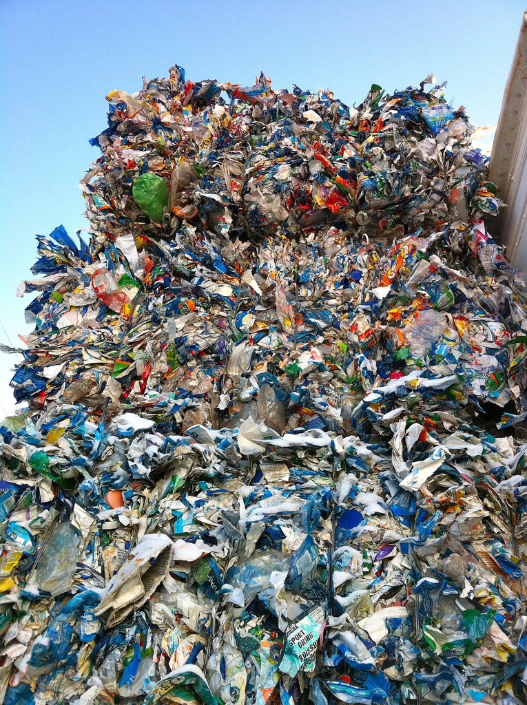 The making of 'elke minuut een vrachtwagenlading plastic in zee'